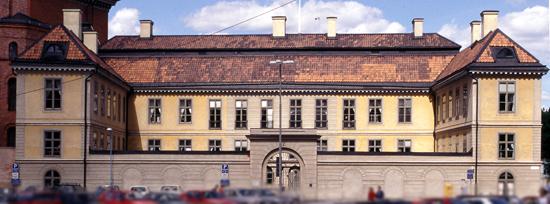 Hessensteinska palatset. När det byggdes för ätten Oxenstierna på 1630-talet hade flyglarna gavlar i holländsk renässansstil och utsirade fönsterinfattningar.