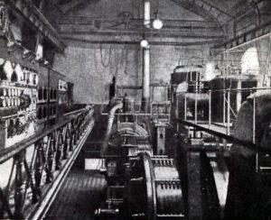Så såg ångturbinhallen ut i Stockholms första elverk, Brunkebergsverket, som låg mitt i staden på Regeringsgatan.