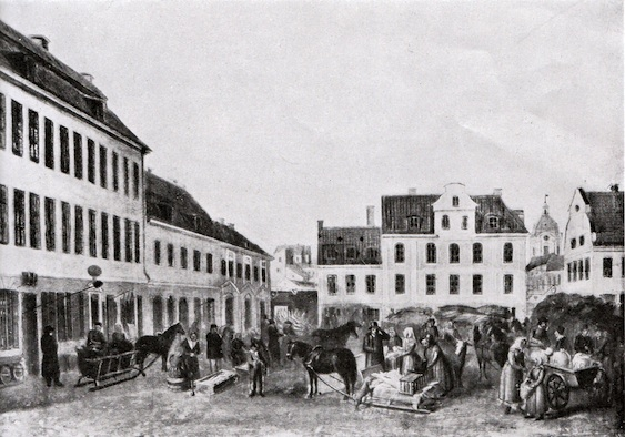 Hötorget vid mitten av 1800-talet med böndernas varukärror. Höbalen till höger visar hur torget fick sitt namn. Här såldes hö till stadens alla draghästar. Husraden till vänster är platsen för det nuvarande PUB-varuhuset/gallerian.